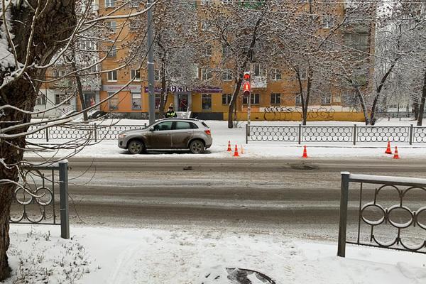 В Екатеринбурге автоледи на Mitsubishi сбила 6-летнюю девочку
