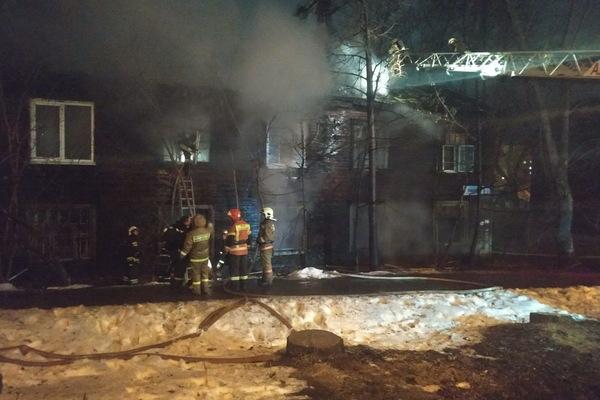 Куйвашев поручил Высокинскому обеспечить квартирами жильцов сгоревшего ночью барака