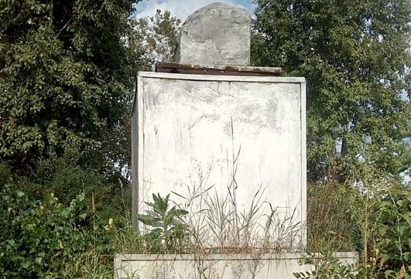 «Как Рокоссовскому в Польше». В Тавдинском поселке вандалы снесли голову у памятника Ленину