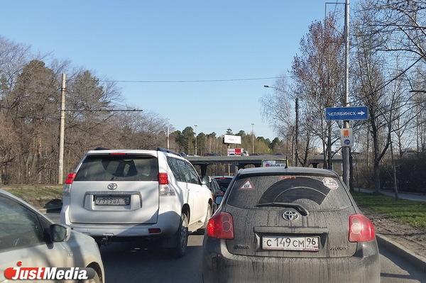 Утром Екатеринбург встал в одну большую пробку