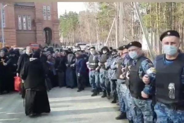 ФОТО: Паломники Среднеуральского женского монастыря / ВК