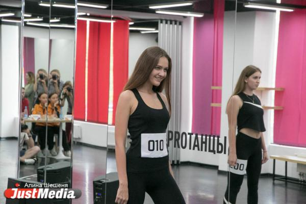В Екатеринбурге отобрали горячих девчонок, которые будут зажигать на матчах «шоферов» и «лисиц»
