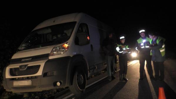 В Свердловской области ночью водитель пассажирской «Газели» насмерть сбил пешехода