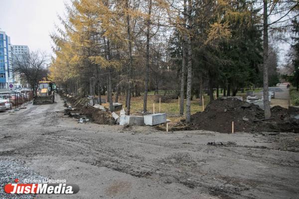 В мэрии Екатеринбурга рассказали, куда уберут гранитный памятник, стоявший в дендропарке