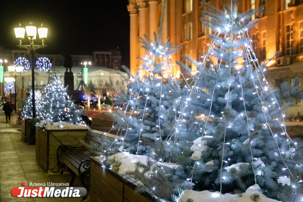 мэрии долго новогодние елки в центре москвы снегири фото однажды булгаков вернулся