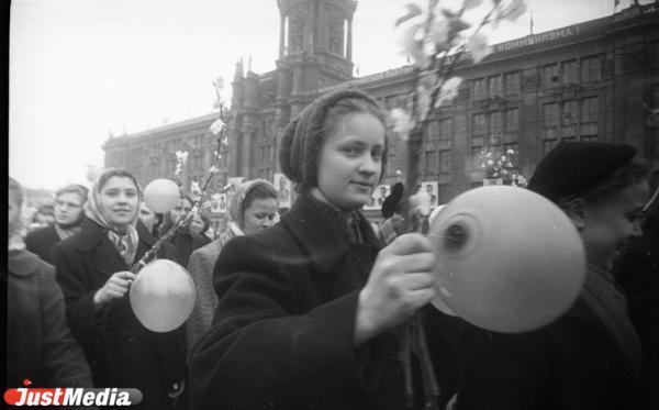 Изделия №2 вместо шаров и портвейн «Как дам!». Как в Свердловске проходили демонстрации 1 Мая