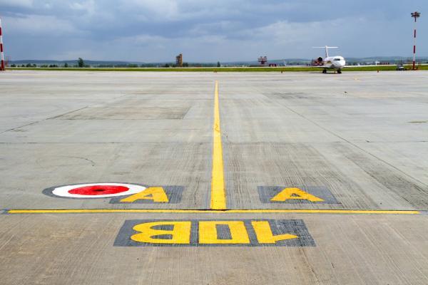 На аэродроме Кольцово обновили разметку