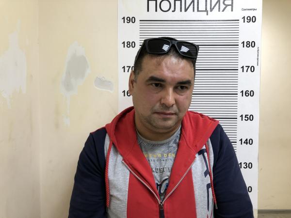 В Екатеринбурге таксист ограбил пьяного пассажира и высадил его из машины