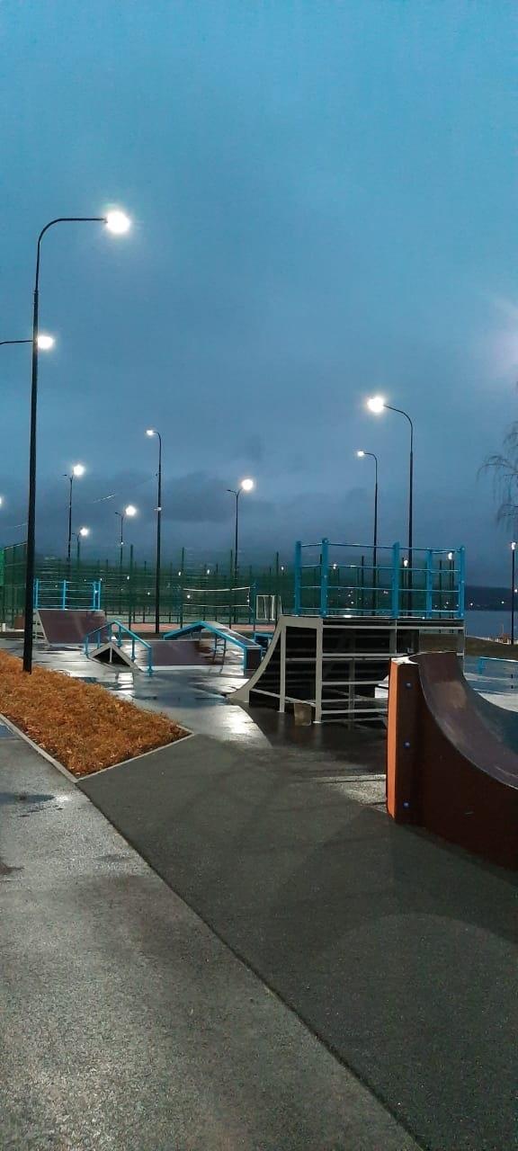 В Верхнем Тагиле после реконструкции за 40 млн рублей открыли набережную огней