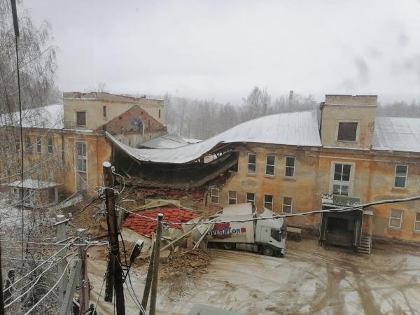 В Дегтярске на площади 300 «квадратов» рухнула крыша и две стены овощехранилища