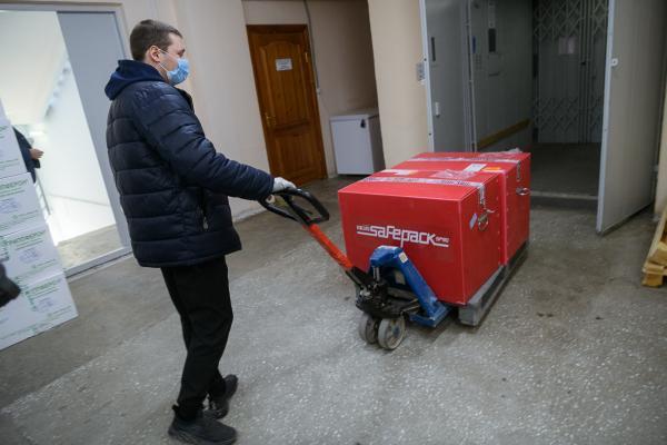 В Екатеринбург прибыла первая партия вакцины «Спутник V»