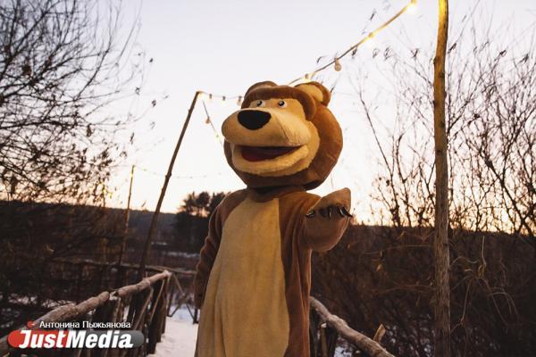 Мишка из Парка Сказов: «Эх, хороша была погода в декабре - и снежок шёл, и морозец ударял». В Екатеринбурге -19 градусов