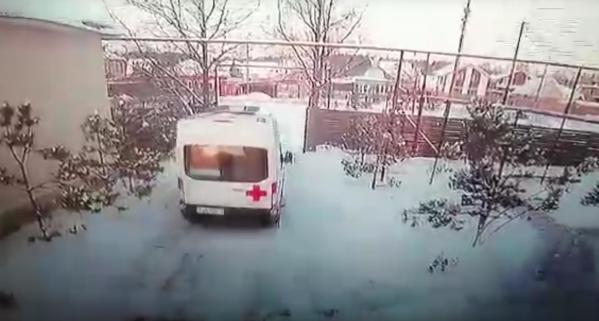 В Свердловской области житель угнал приехавшую на вызов скорую помощь и бросил в соседней деревне