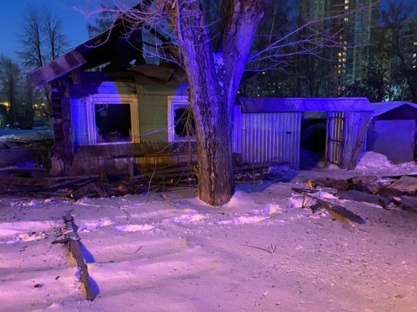В Екатеринбурге в сгоревшем доме на Красноуфимской обнаружили два трупа