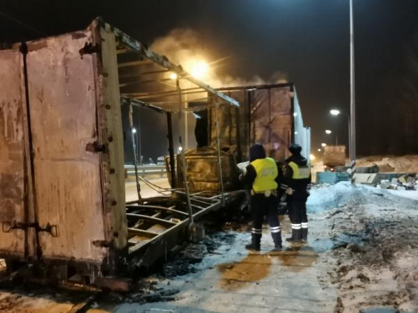 На трассе Пермь – Екатеринбург «Газель» врезалась в грузовик и сгорела