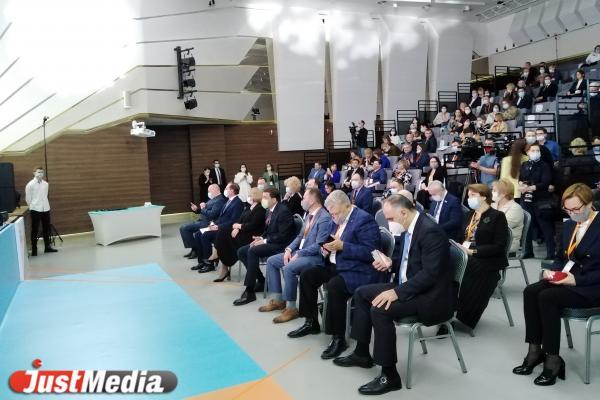В Екатеринбурге наградили лучших врачей-онкологов Свердловской области