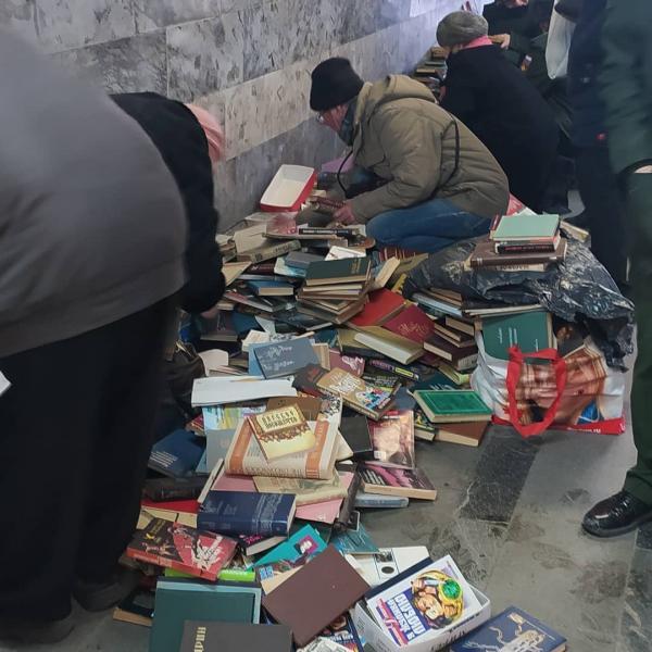 В Екатеринбурге кто-то расстался с домашней библиотекой