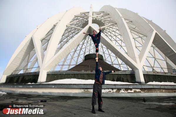 Акробаты Сергей и Анастасия Золотухины: «Думаем, скоро потеплеет». В Екатеринбурге +11 градусов