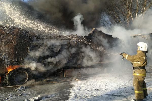 В МЧС рассказали подробности ДТП с пожаром на Тюменском тракте. ФОТО, ВИДЕО