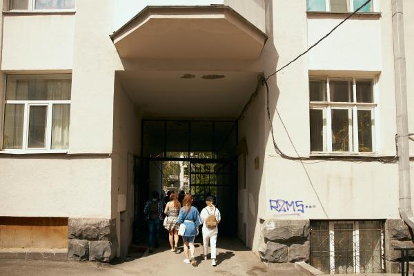 ТНТ провел екатеринбуржцев по памятным местам лихих 90-х