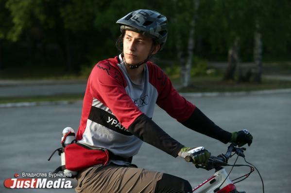 Студент Данил Султанов: «Хорошо катать, когда тепло, особенно с горки». В Екатеринбурге +30 градусов
