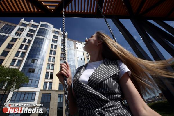 Сотрудник банка Марина Епифанова: «Желаю теплых и солнечных выходных для офисных сотрудников». В Екатеринбурге +25 градусов