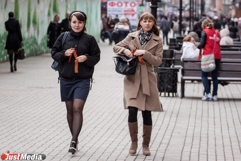 фото прохожих женщин